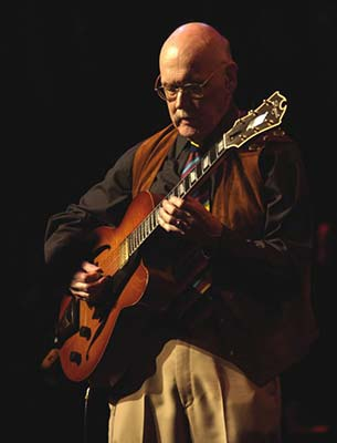 Jim Hall playing his DAquisto