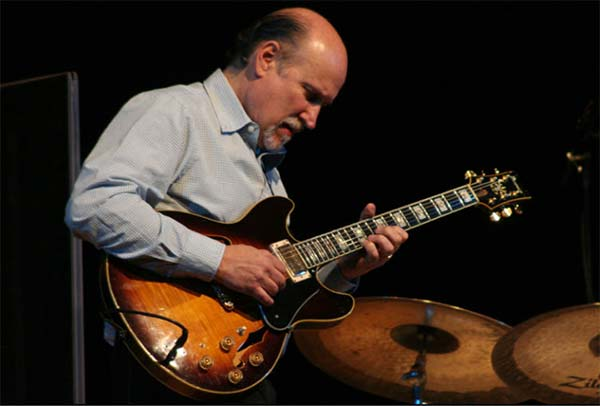 John Scofield playing his Ibanes AS200