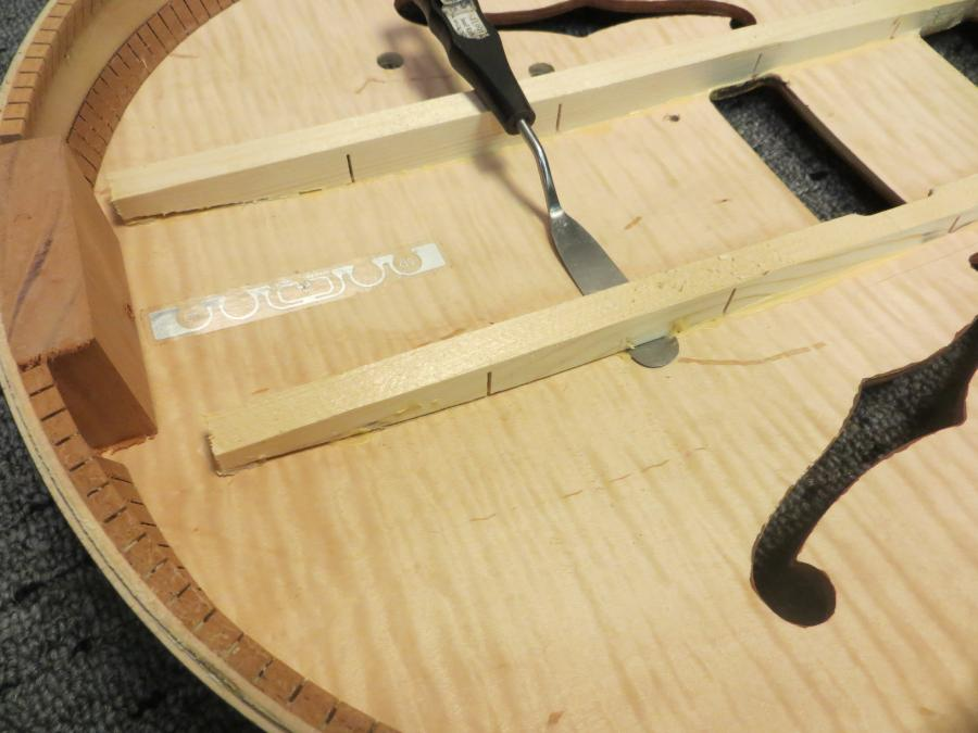 Unfortunate top brace fitting in new Gibson ES-275-27510-jpg