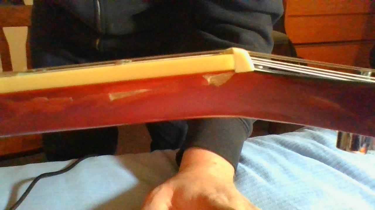 Respraying finish cracks in beater guitar-win_20210401_23_17_12_pro-jpg