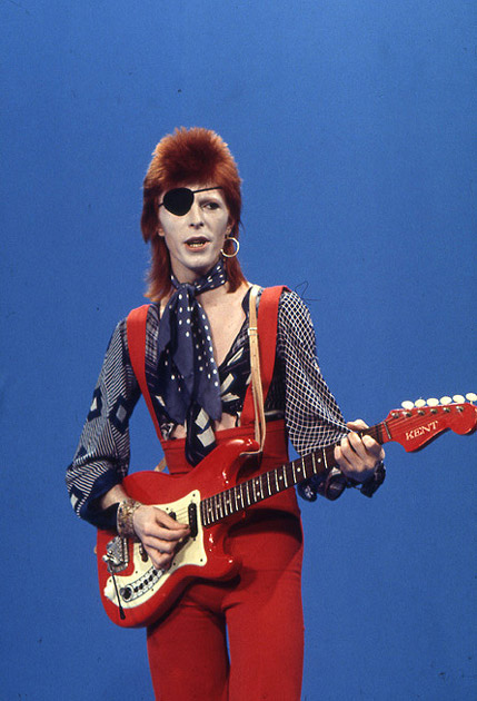 Hagstrom Jazz Guitars?-david-bowie-feb-13-1974-tv-show-amsterdam-holland-_photo-laurens-van-houten-_-frank-white-jpg