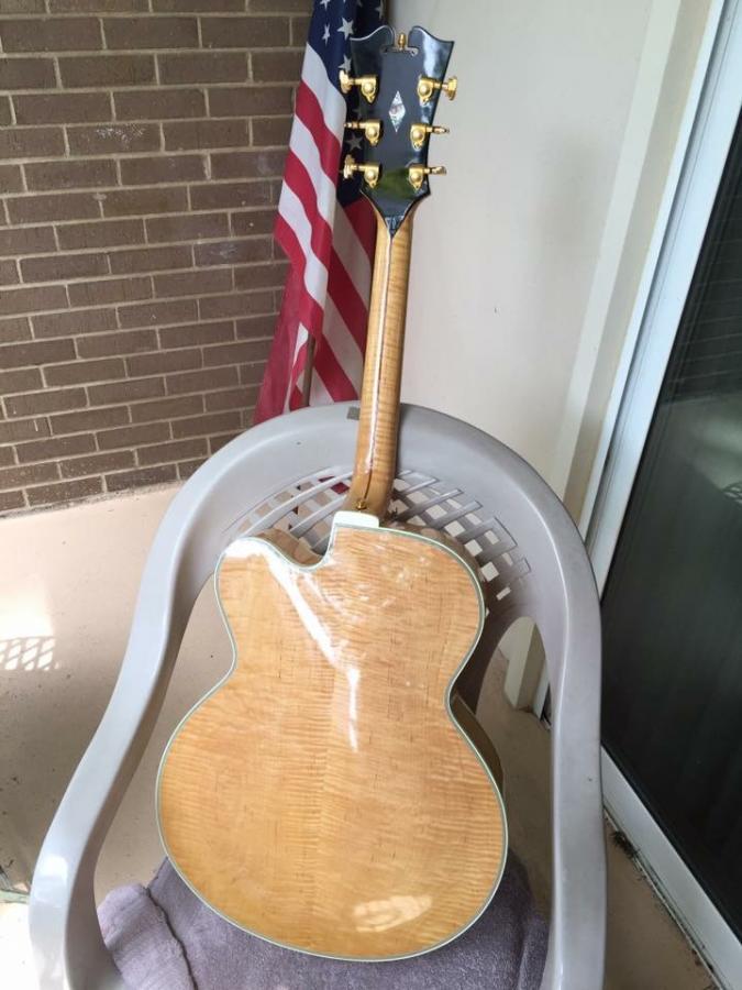 Heritage Guitar Uproar-27dec04d-ca95-4967-be43-6fcbdc6257b2-jpg