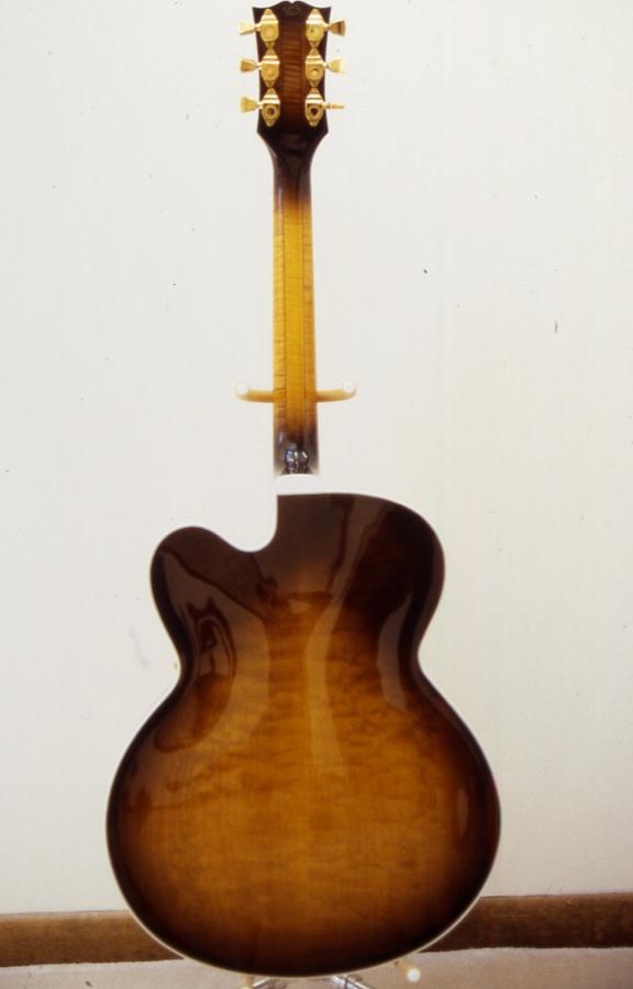 Gibson L-5: Does the model year of a James Hutchins signed L-5 matter?-l-5c-1987-rear-jpg