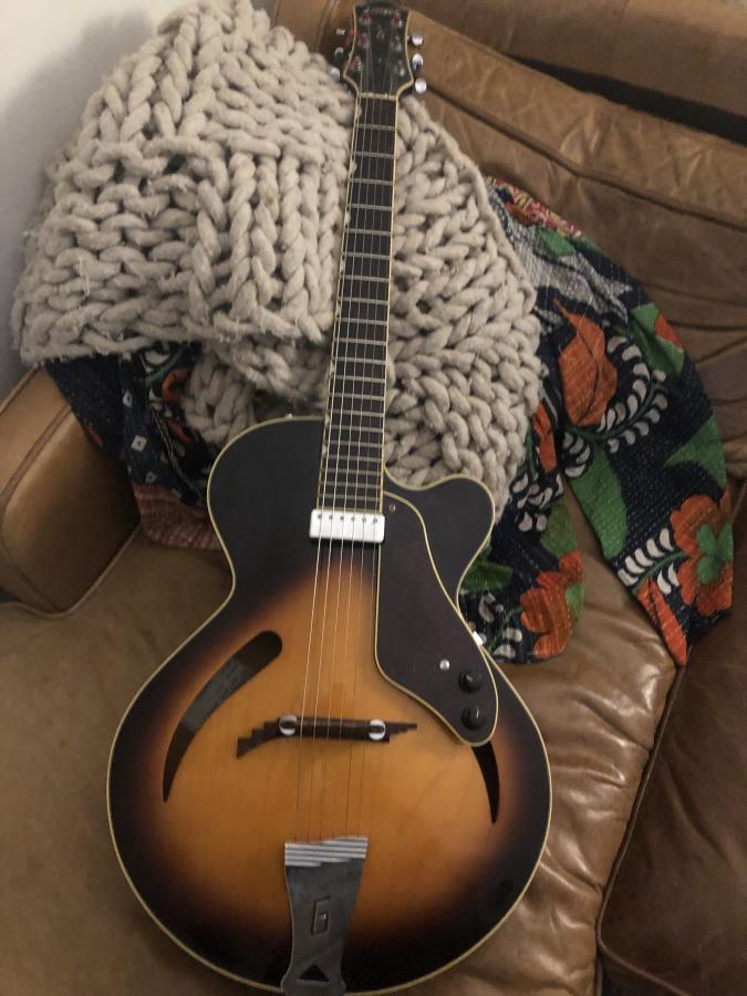"""Recommend a """"couch"""" archtop for me-img_6203-jpg"""