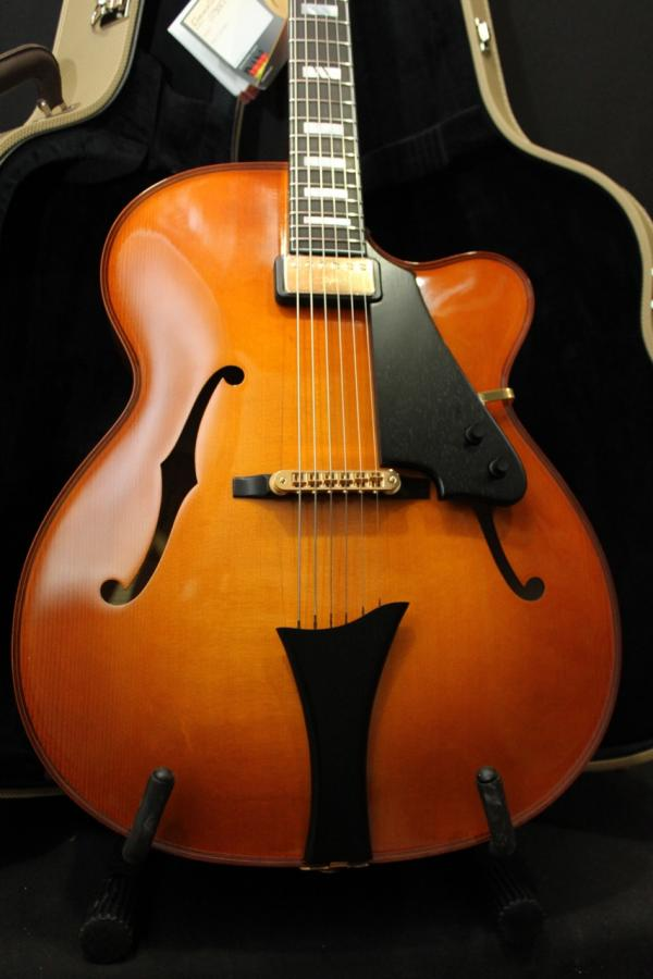 Modern jazz guitars with cello / violin like finish-chanviolin1-jpg