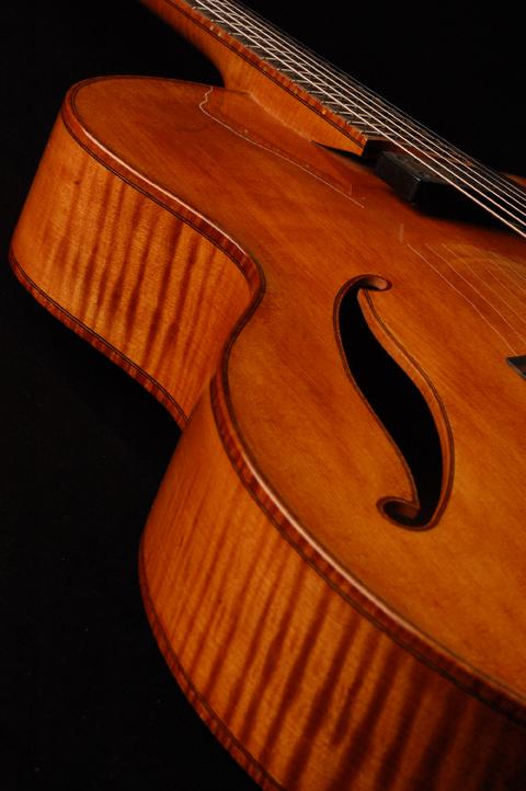 Modern jazz guitars with cello / violin like finish-koentopp-121-jpg