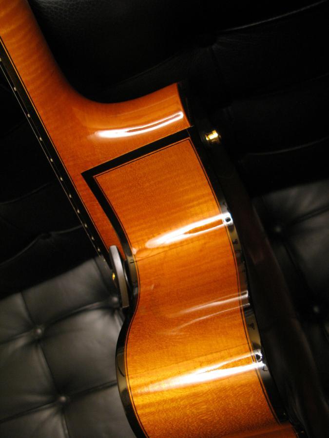 Modern jazz guitars with cello / violin like finish-img_1743-jpg