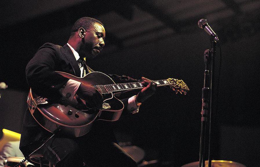 Nitro blemish on a vintage Gibson - value?-wes-montgomery-david-redfern-e1551889226651-jpg