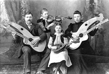 Lefty instruments an anomaly to the guitar?-knutsen_family1-detlor-jpg