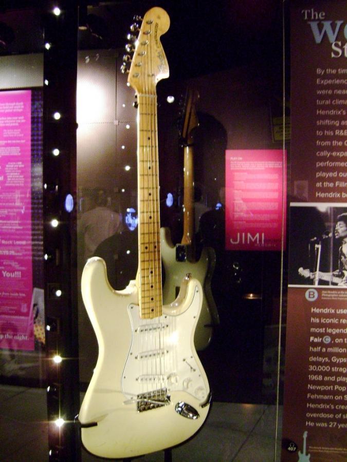 1974 Fender Stratocaster & Silverface Deluxe-3386051937_eb4caa6b16_b-jpg