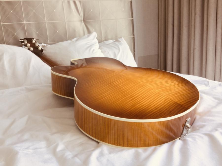 Gibson Solid Formed - Sunrise Tea Burst-4b671097-552c-4c64-abf8-a14cd51ffee3-jpg