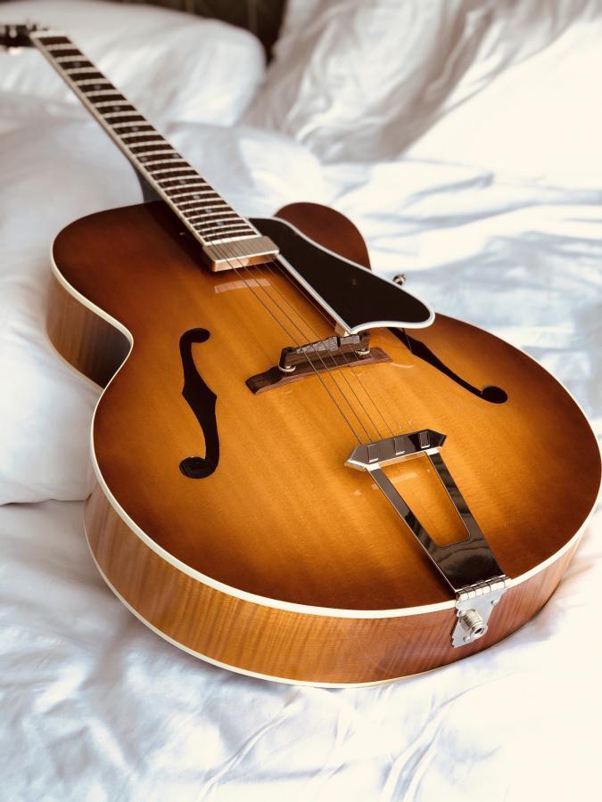 Gibson Solid Formed - Sunrise Tea Burst-1c8ae635-e68c-4bb8-95f5-2ff6cf80fbff-jpg