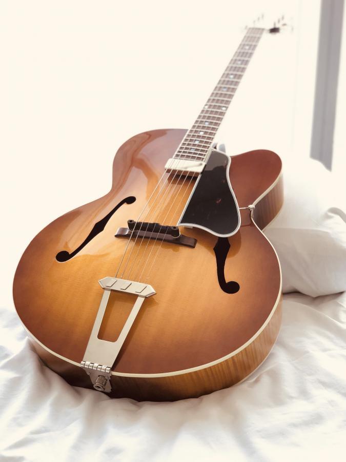 Gibson Solid Formed - Sunrise Tea Burst-c5d35939-02bb-48f4-bbfd-3cb0b5b1e008-jpg