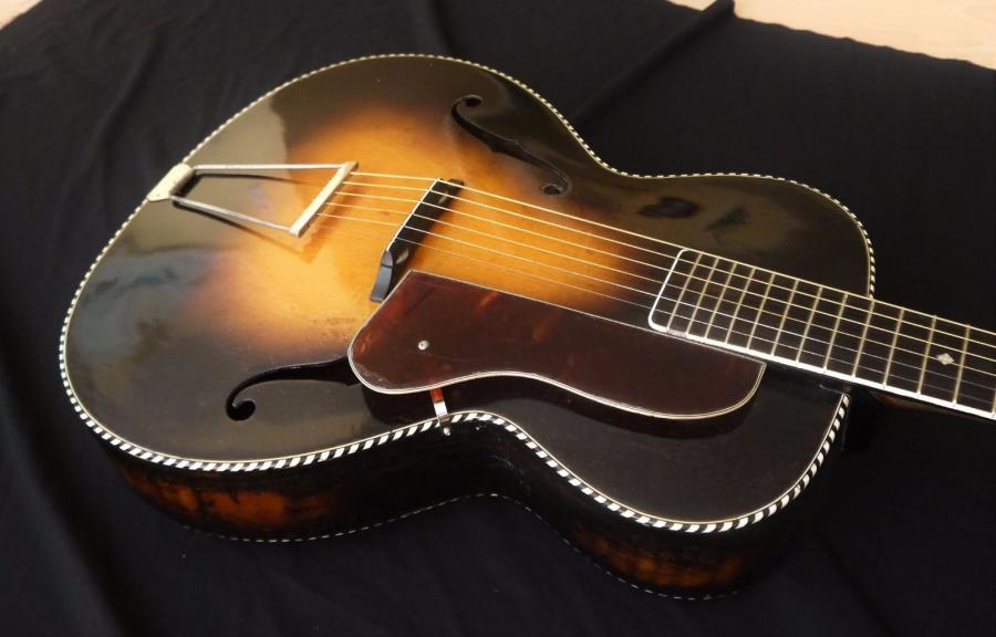 Help me identify this old archtop-carbonell-archtop-36-1-jpg