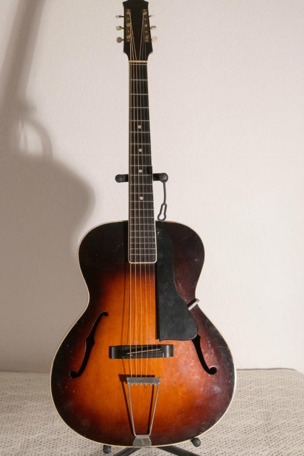 Help me identify this old archtop-schonbach_nn_02_03-jpg