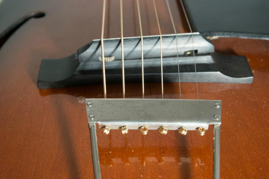 Help me identify this old archtop-schonbach_nn_02_09-jpg