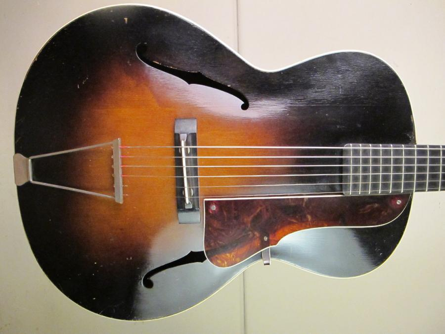 Help me identify this old archtop-schonbach_nn_21_02-jpg