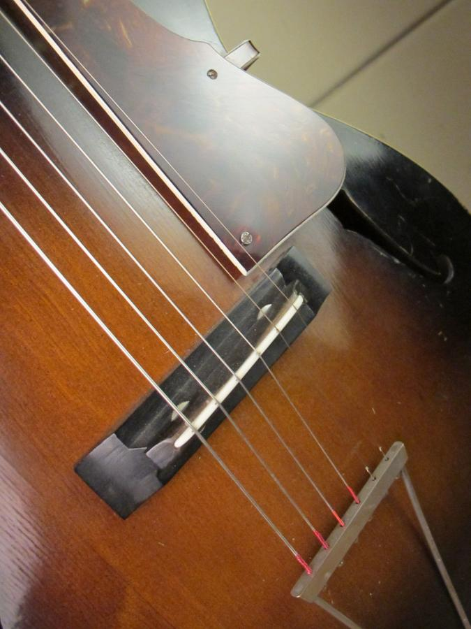 Help me identify this old archtop-schonbach_nn_21_08-jpg