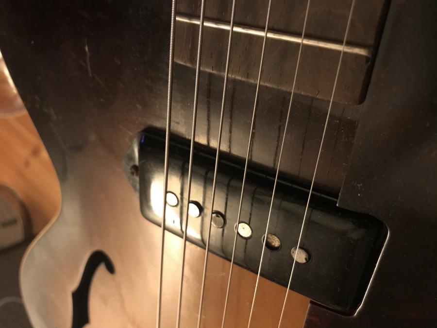 Old Gibson P-90 Pickup-d5fd00a6-2c49-4db8-af50-15c6774b48a9-jpg