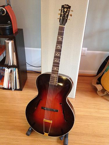 Gibson L-12-9160712847_823df24484-jpg