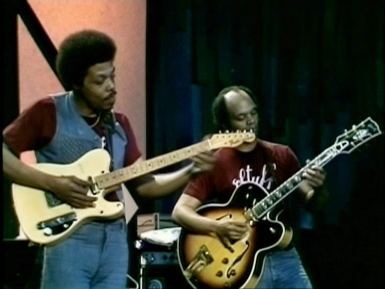 Gibson ES-175 sighted in '70s rock - Drift Away-eric_gale_cornell_dupree-jpg