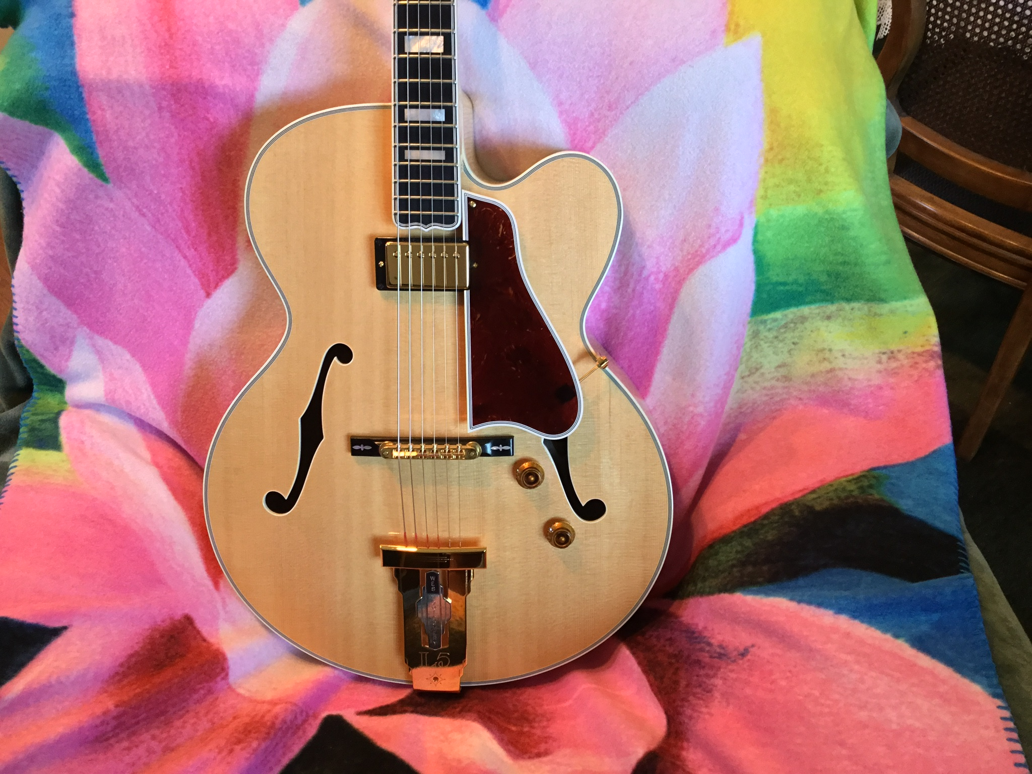 RIP Gibson Archtop guitar-73277fc8-2df8-4c33-965d-bcfdfdd61385-jpeg