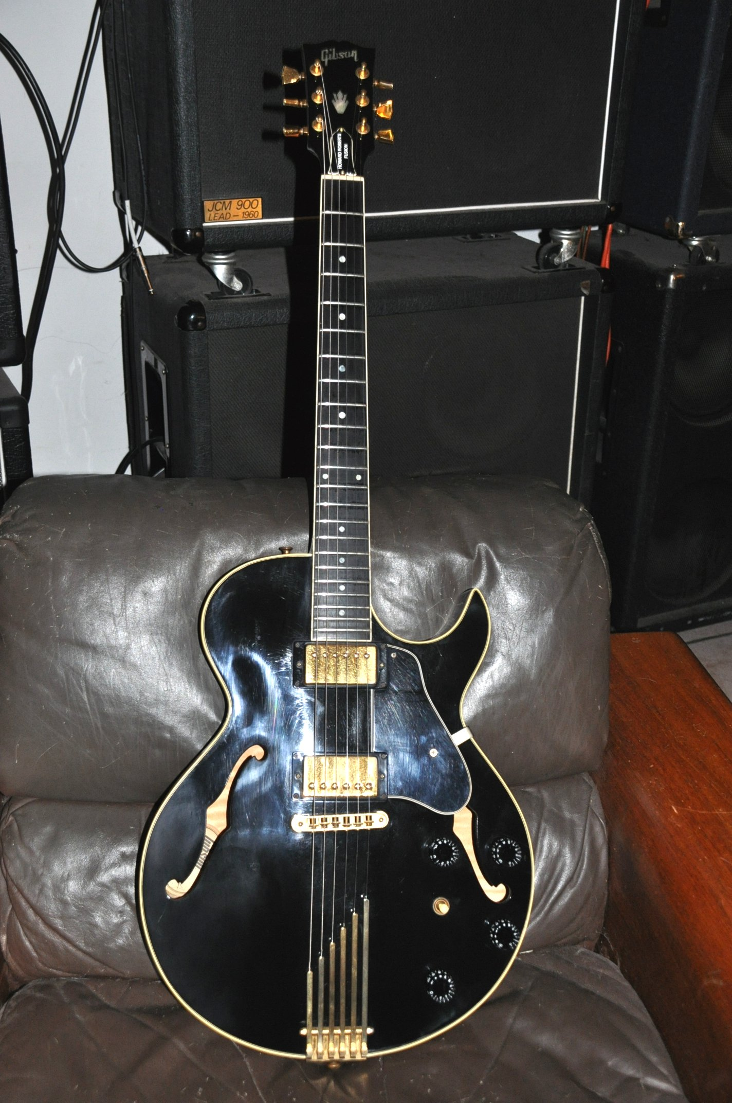 Gibson ES-135 - Sound difference between stoptail and trapeze tailpiece hollowbody?-howard_roberts-jpg