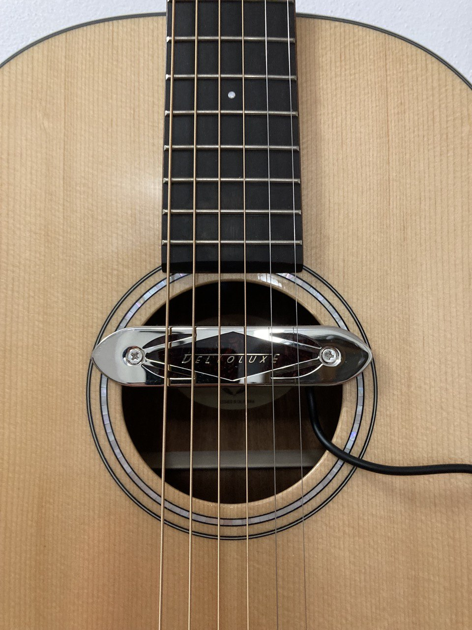 Gretsch Deltoluxe sound hole pickup - Dearmond Reissue Rhythm Chief 1000?!-74772a38-8a3d-41b3-86ef-3ad88034fbc8-jpeg