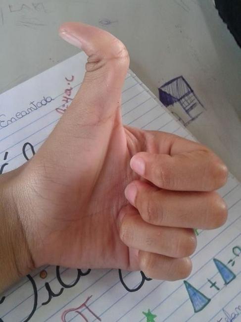 Thumb over neck?-85672708-jpg