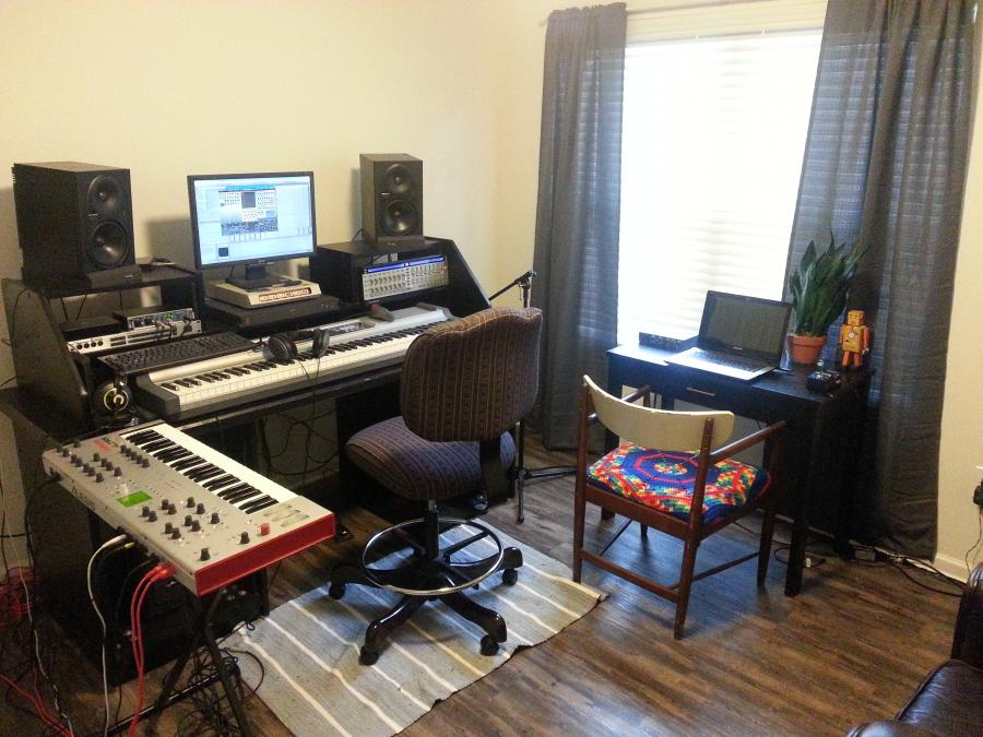 Feeling cramped: need table  for home studio-da34784c-8195-48e3-8288-2981ad802d3d-jpg