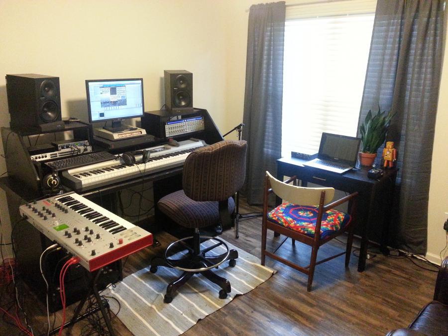 Feeling cramped: need table  for home studio-da34784c-8195-48e3-8288-2981ad802d3d-jpg