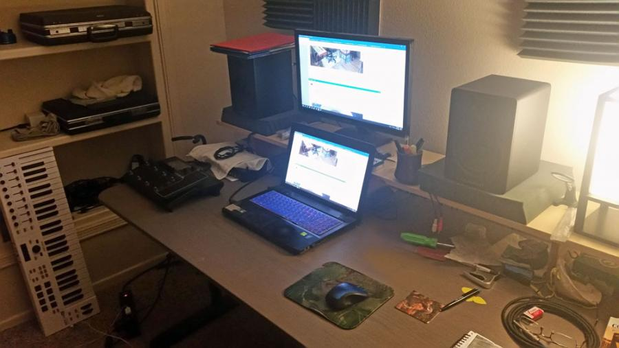 Feeling cramped: need table  for home studio-music-table-jpg