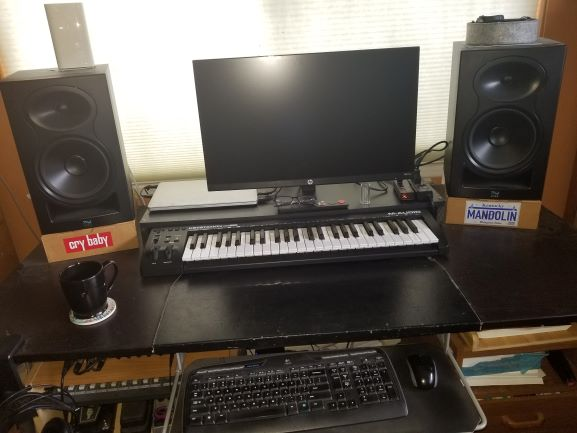 Feeling cramped: need table  for home studio-workstaion-small-jpg
