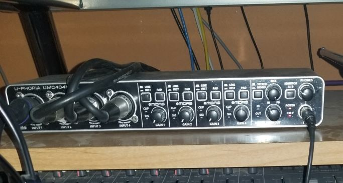 Feeling cramped: need table  for home studio-interface-small-jpg